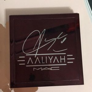 Used Aaliyah Mac eye shadow pallet
